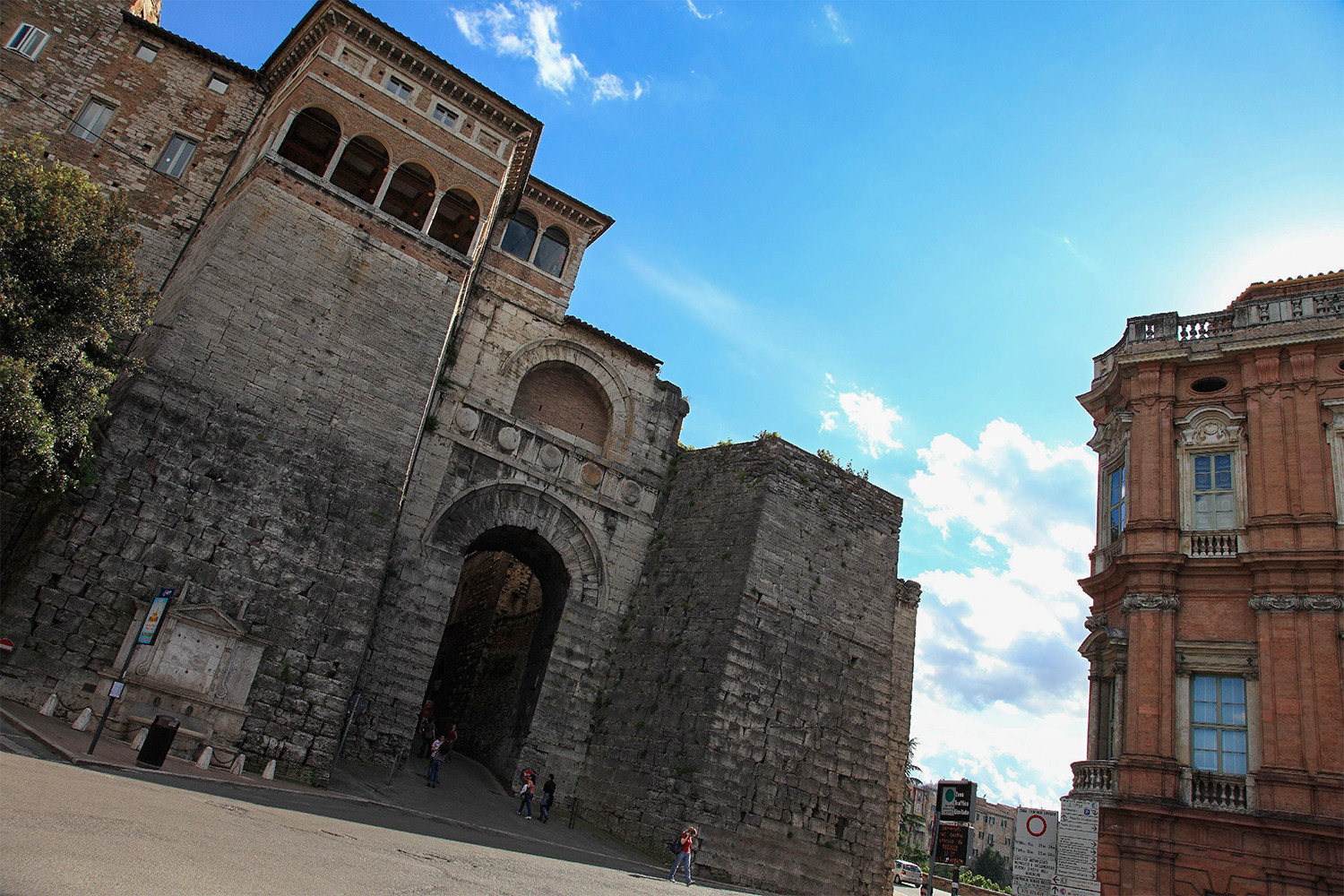 Arco Etrusco di Perugia,<br>photo by Michele Tortoioli