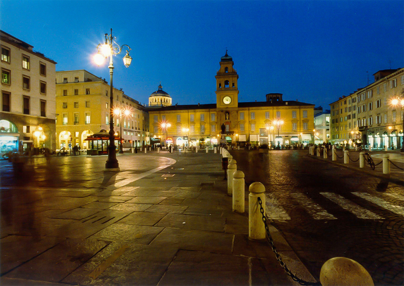 Piazza garibaldi,<br>photo by Carra