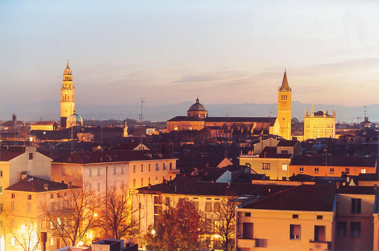 Parma di notte,<br>photo by Carra