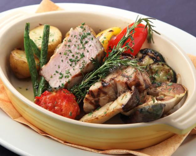 料理3:その日に獲れる新鮮な魚介や野菜を使ったイタリアの本格郷土料理