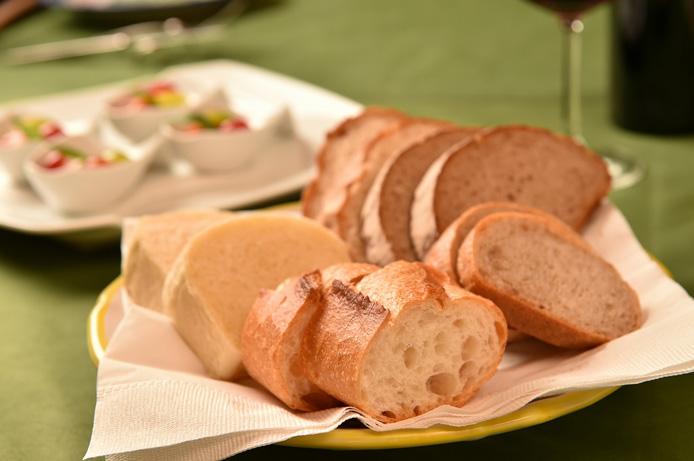 料理2:当店のディナーはパンが自由です